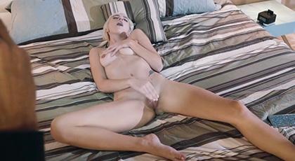 Eliza Jane sorprendida por un ladrón mientras se masturbaba