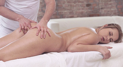 Ardiente masaje anal completo a Nikki Dream