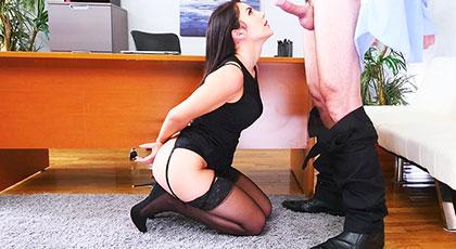 Valentina Nappi, la secretaria que deseas follar por el culo