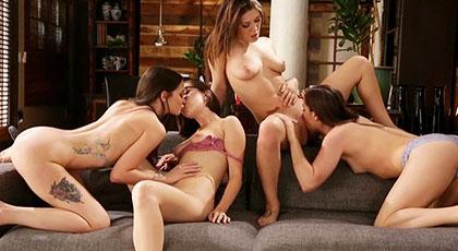Orgía lésbica de cuatro amigas calientes
