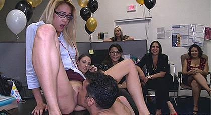 Despedida de soltera en la oficina