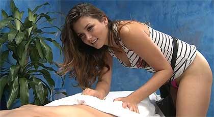 La preciosa Allie Haze te da un masaje