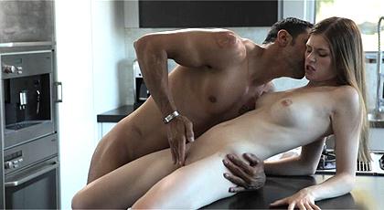 Rubia madura caliente sexo lésbico adolescente 4