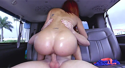 Sexo en el coche en movimiento