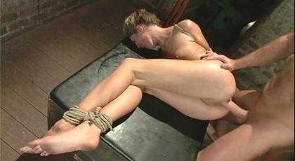 Sexo y sumisión con una rubia sufridora