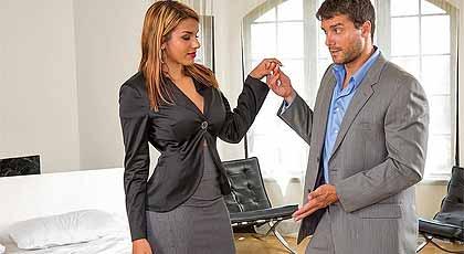 Se tira a la agente inmobiliaria.