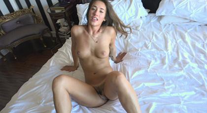 Eva Lovia: una jovencita muy atractiva
