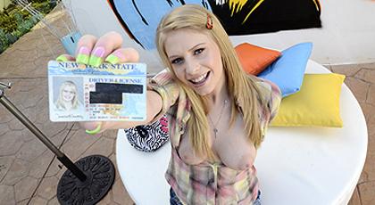 Allie James, una debutante del porno de 18 años