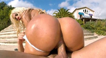image Semental rompe el culo de blondie caliente en dos
