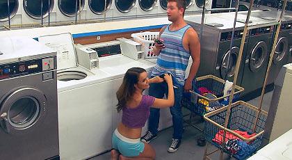 Follando en la lavandería