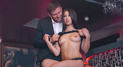 Saciando su apetito sexual