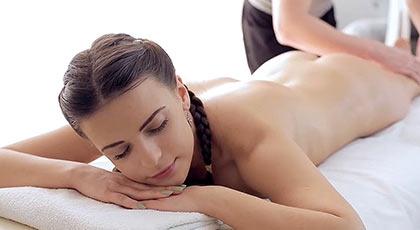 Latoya, preciosa jovencita que desear�as masajear y follar sin parar