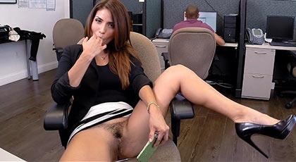Isabella taylor caliente como una perra en el trabajo