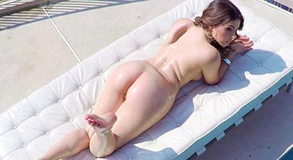 Valentina nappi y su pecaminoso cuerpo del que no puedes escapar sin follar