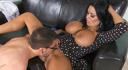 Los placeres del sexo con una mujer madura tremenda como Sienna west