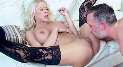 Primera escena porno de Katie Morgan en nuestra web, una madurita de las que enamoran a cualquiera
