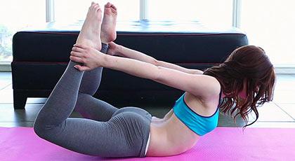 Jenna ross un poquito de yoga y a follar como una loba