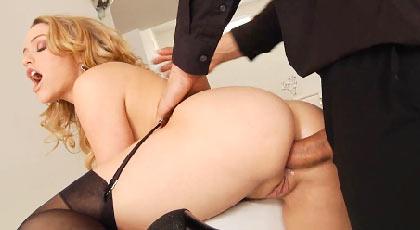 Mia Malkova , toda una experta en sexo anal con un culo de puro vicio