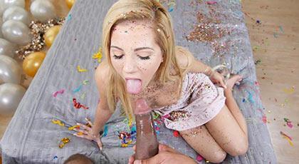 Bella Rose, jovencita viciosa recibiendo un pollón en su fiesta de cumpleaños