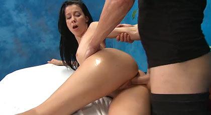 Alaina y los masajes que dan mucho placer en su conejo