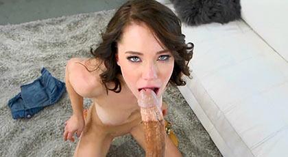 Primera escena porno de Ryland Ann y ya quiere dejar huella con una mamada profunda de record