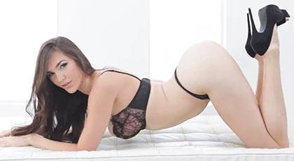 El gran regreso de Holly Michaels al cine porno tras dos años sabáticos