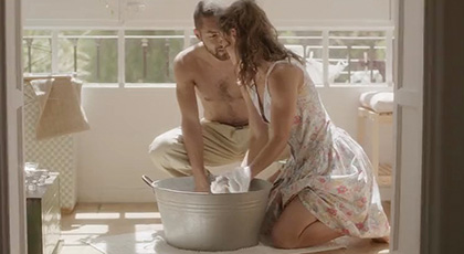 Julia Roca, Preciosa ama de casa en sexo pasional a la luz del día
