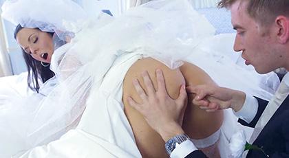 Antes de casarte no te olvides de follar, Simony Diamond lo hace con el amigo del novio