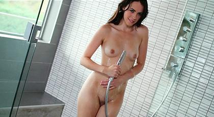 Veronica Radke hoy quiere follar en la ducha