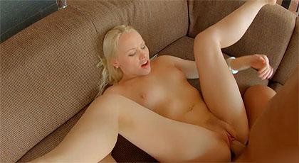 Lola Taylor en video porno gonzo anal con corrida interna