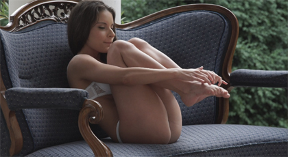 Follando en el jardín con una jovencita de pies deliciosos