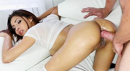 Penetrando el culo morenazo de Jade Jantzen