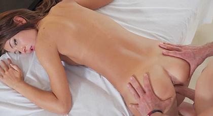 Alexis Brill, masajes que dan mucho placer