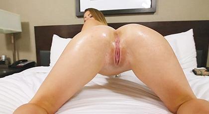 Sexo pov con la rasurada jovencita Alex Blake