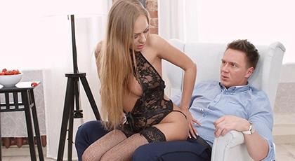 Ariel Temple se pone su mejor lencería para satisfacer a su amante con un anal