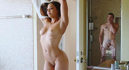 Compañera de piso muy caliente, Karissa Kane