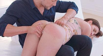 Olivia Nova castigada y bien follada