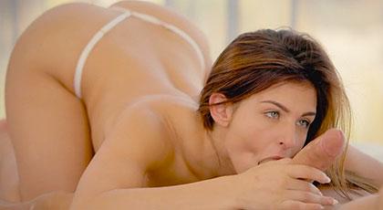 La sensualidad de Leah y sus ojazos mirándote mientras te come los huevos