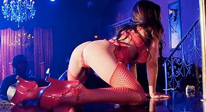 Consigue follar con la mejor stripper del club