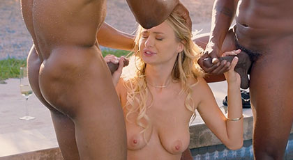 Natalia cumple su sueño de follar con dos hombres negros dotados