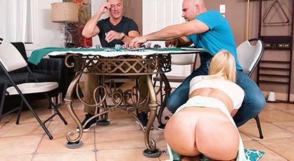 Poker en la cara de la viciosa Vanessa Cage