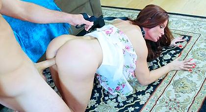 Mi vecina madura adora el sexo anal