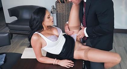 Follando con la mujer de su jefe