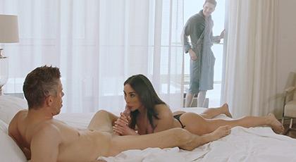 Un trío anal con una chica con un culo impresionante