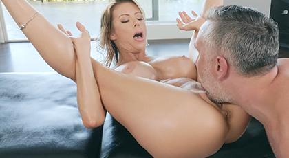 Madura acude al masajista para ser penetrada