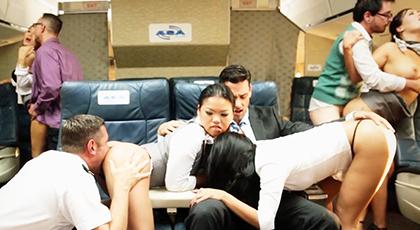 Gran Orgía con las azafatas en el avión