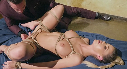 Rubia explosiva adora que ser dominada en el sexo