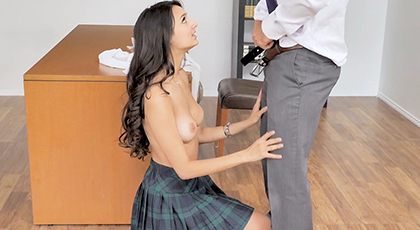 Estudiante bien penetrada por su tutor
