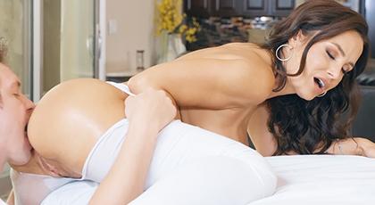 Sexo anal con madurita tetona