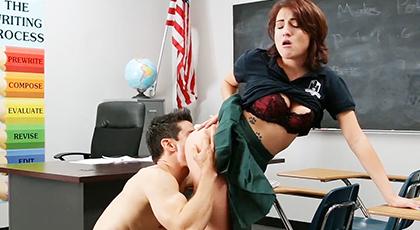 Profesor folla duro a su mejor alumna